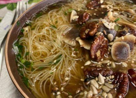 Vermicelli di riso ai funghi e noci pecam